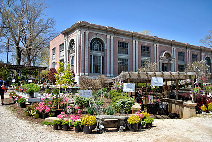 Every Spring Stark Bros Garden Center In The River Town Of Historic Louisiana Missouri Welcomes Visitors To Their Annual Customer Reciation Days